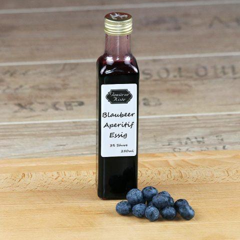Eine Flasche Blaubeer Prosecco Aperitif Essig